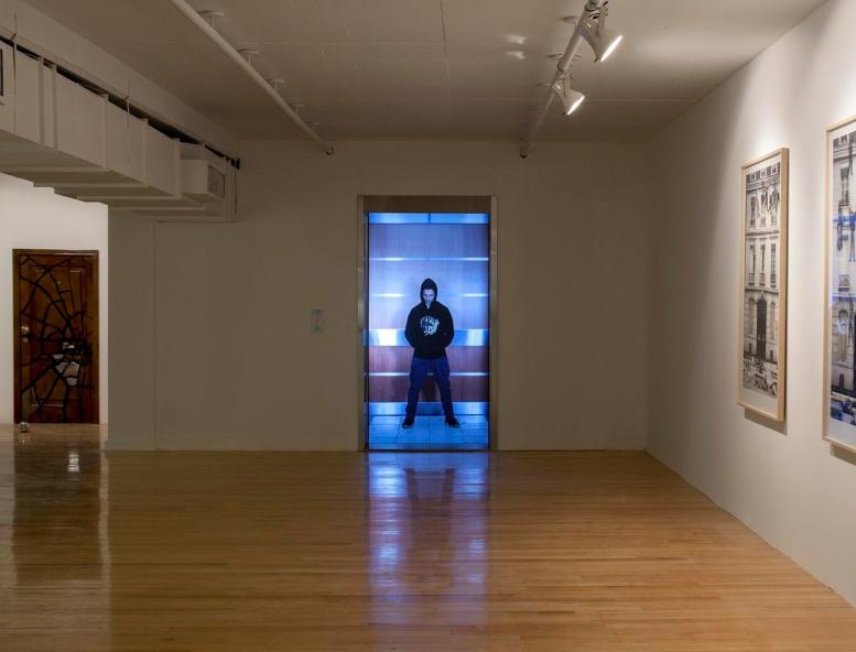 Video/instalación de Leandro Erlich, Galería Ruth Benzacar, 2012. Foto: Nacho Iasparra.