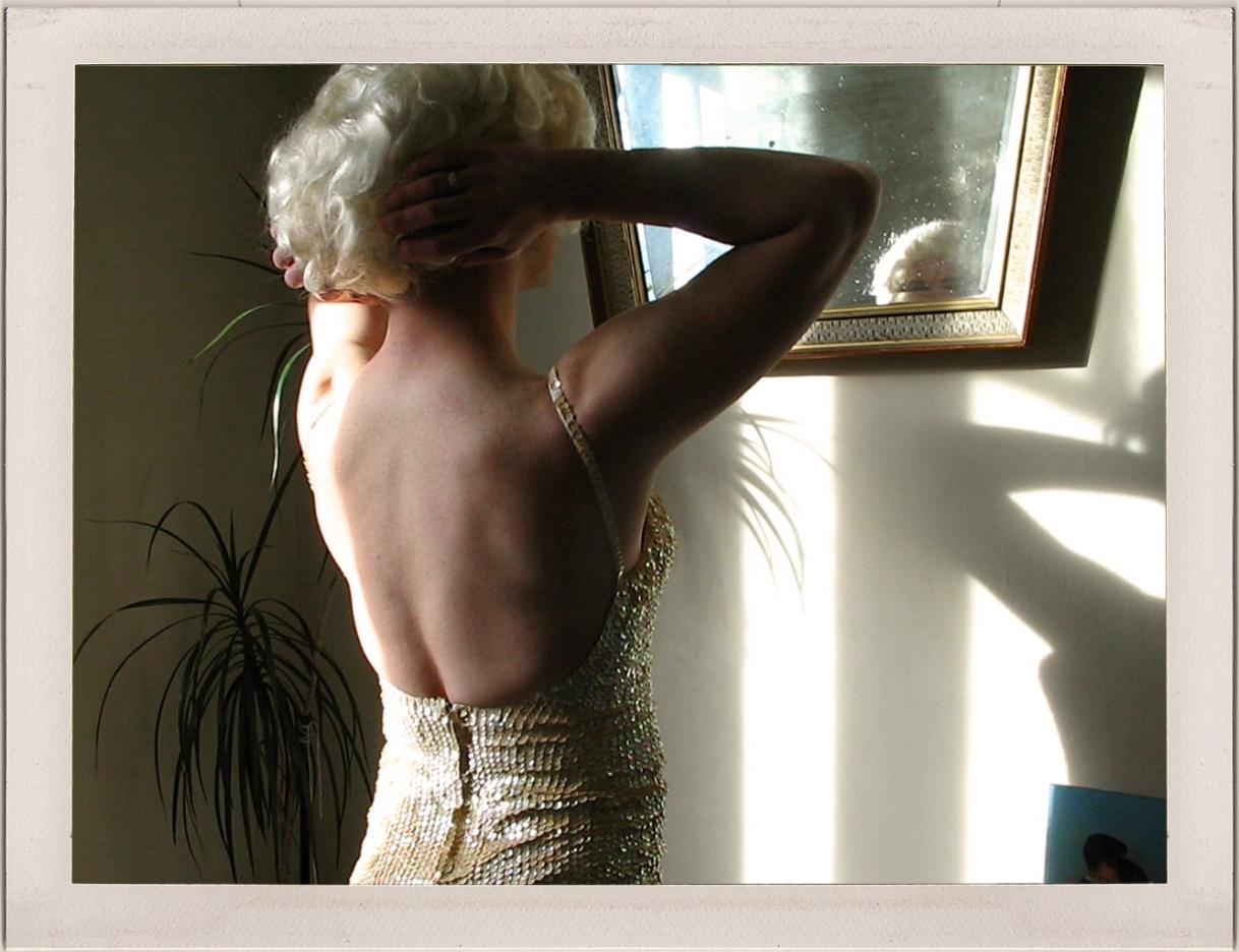 """Stills de los videos realizados para la muestra """"Firmas"""", Mark Morgan Perez Garage, 2009."""