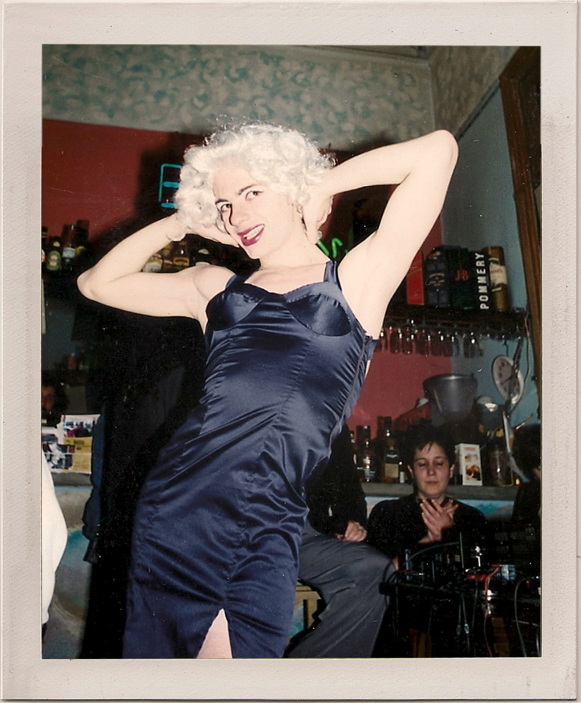 Primera performance. Bar Tasmania, 1995.