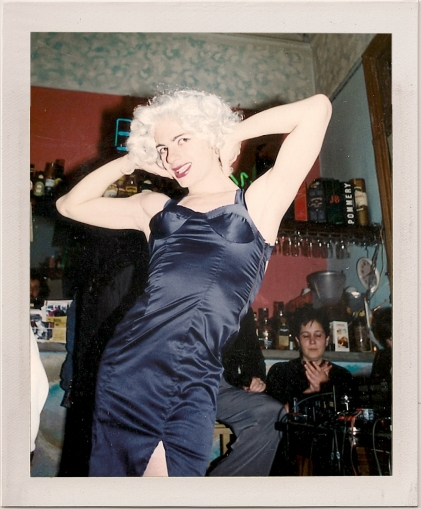 Primera performance. Bar Tasmania, 1995.