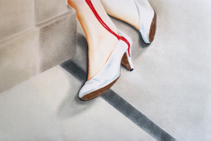 Dead white shoes (2012) Dibujo, lápiz y pastel sobre papel. Medidas 31,5 x 46,5 cm. Film: Serial Mom (1994) Dir. John Waters