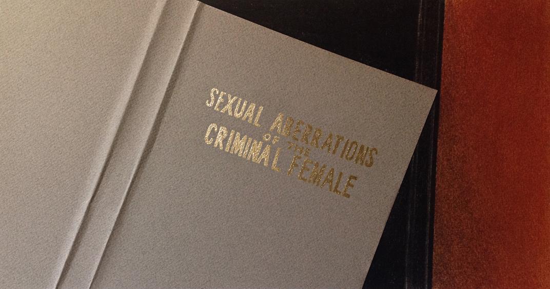 Sexual Aberrations of the Criminal Female, serie Stills, 2016. Dibujo-collage, lápiz, pastel y dorado a la hoja sobre papel. 18,5 x 34,5 cm.